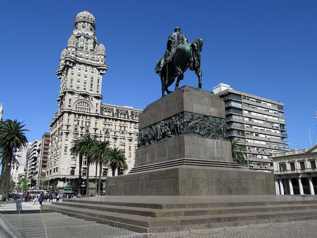 Montevideo (By Pedro Felipe - Own work, CC BY-SA 4.0, https://commons.wikimedia.org/w/index.php?curid=55548372)