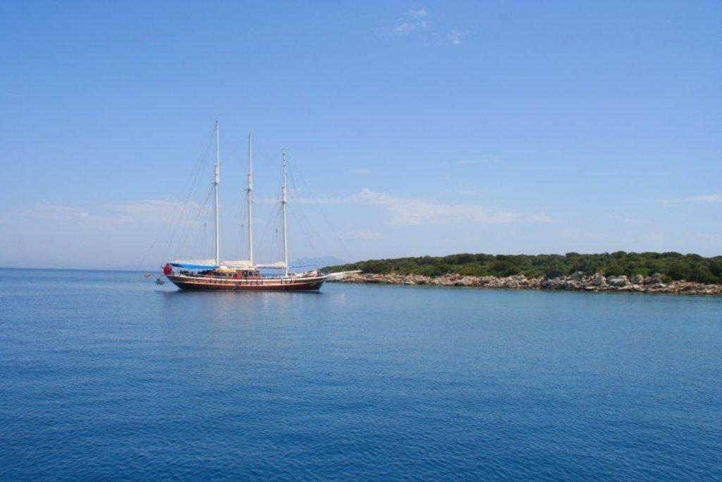 Uno scorcio del mare di Bodrum con la tipica goletta  - Photo Credit: Francesca Spanò