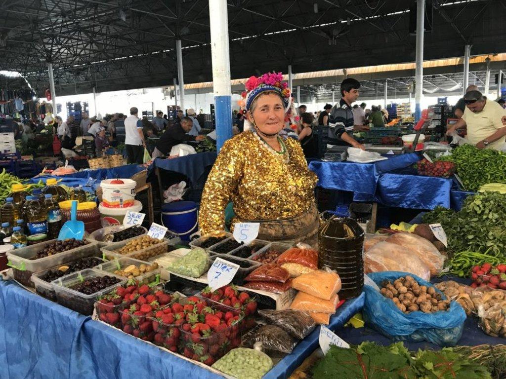 Abiti tipici al mercato di Bodrum - Photo Credit: Francesca Spanò