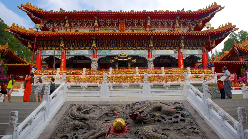 Wen Wu Chao which includes a temple or place of worship and heritage elements