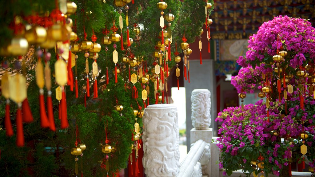 Wen Wu Chao which includes a temple or place of worship
