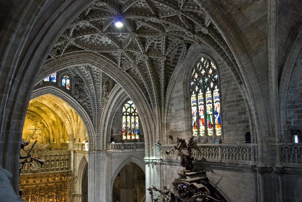 Cattedrale di Siviglia, dettaglio delle volte della navata centrale - Di Anual - Opera propria, CC BY 3.0, https://commons.wikimedia.org/w/index.php?curid=6581372