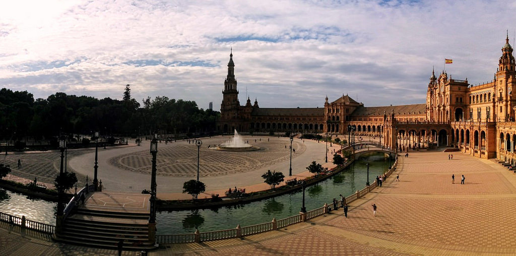 Plaza de España - By Alessandro Serra - Under Creative Commons license CC BY 2.0 (https://creativecommons.org/licenses/by/2.0/) - https://www.flickr.com/photos/goldengreenhouse/34412081724