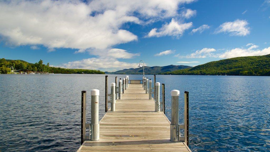 Lake George ofreciendo un lago o abrevadero