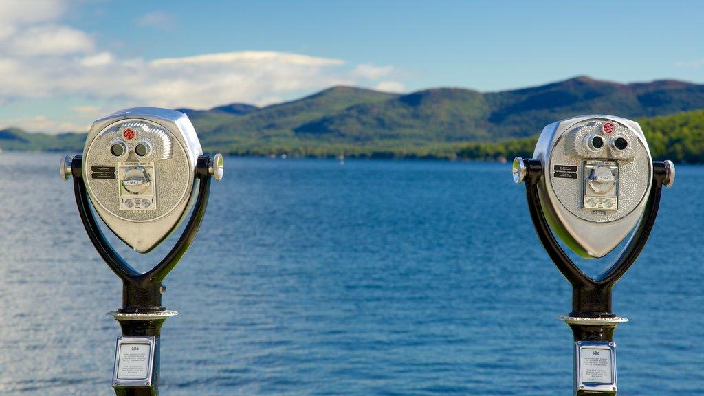 Lake George ofreciendo un lago o abrevadero y vistas