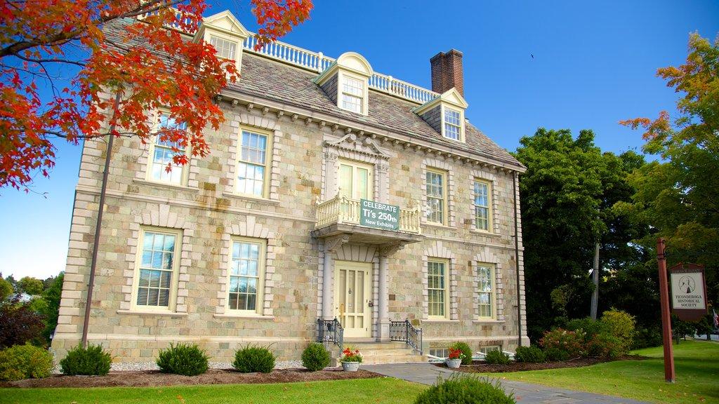 Ticonderoga ofreciendo elementos del patrimonio y una casa