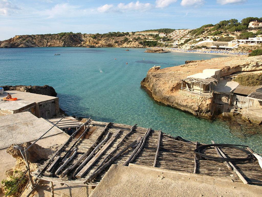Ibiza (Di Kelly.ibiza - Opera propria, CC BY-SA 3.0, https://commons.wikimedia.org/w/index.php?curid=19949983 )
