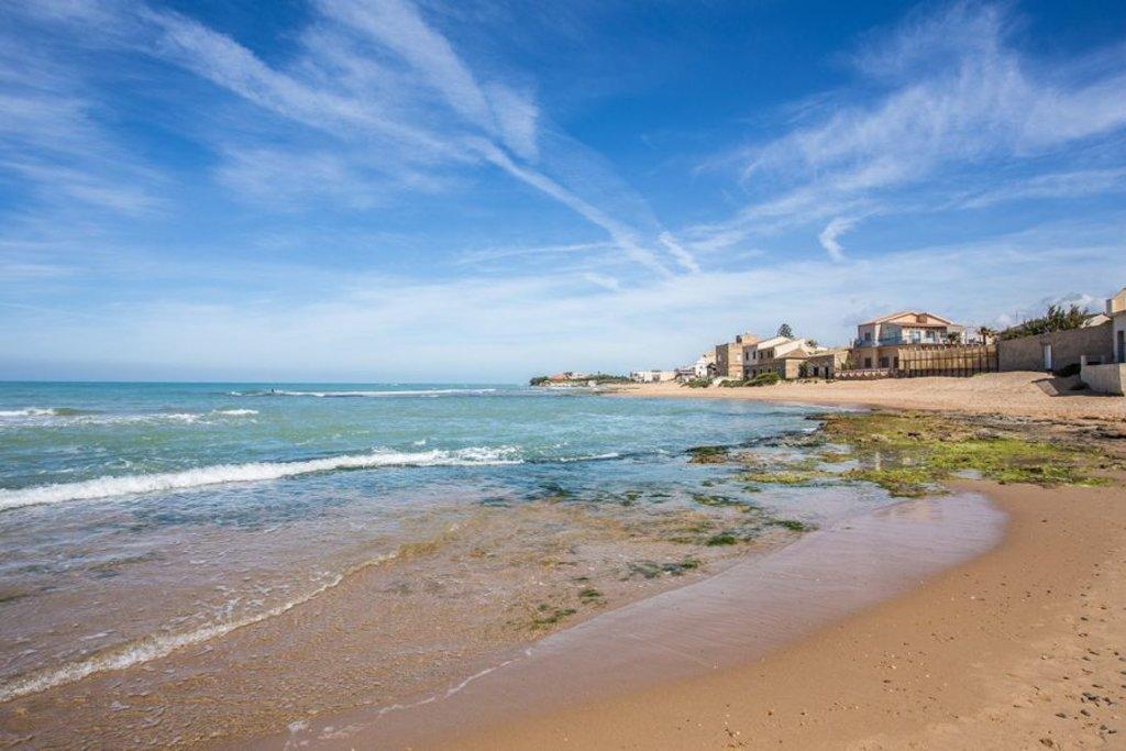 Spiaggia davanti alla casa di Montalbano - foto Giusy Vaccaro, autrice del blog www.ioamolasicilia.com