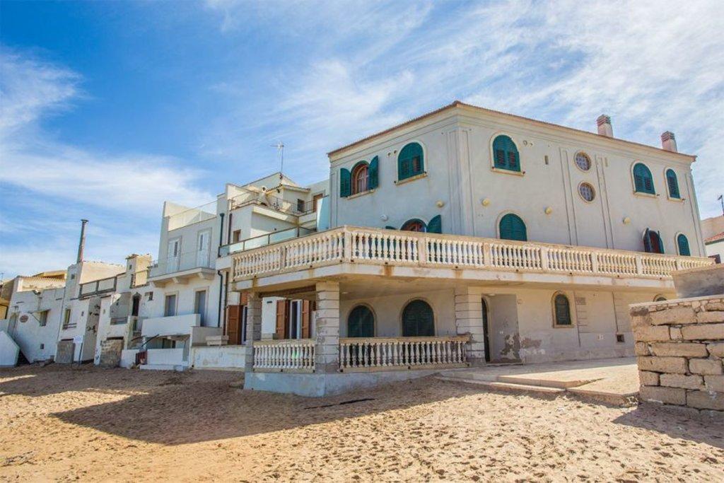 Casa di Montalbano a Punta Secca - foto Giusy Vaccaro, autrice del blog www.ioamolasicilia.com