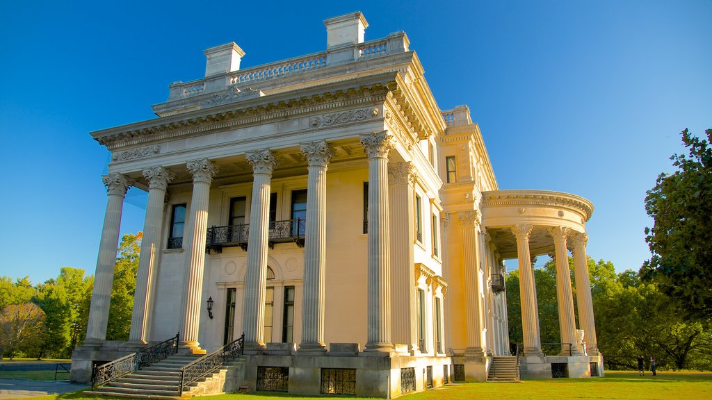 Vanderbilt Mansion National Historic Site showing heritage architecture, a garden and heritage elements