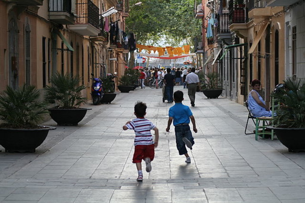 Carrer de Meer, Barceloneta, By Cayetano Roso, CC BY 3.0, https://commons.wikimedia.org/w/index.php?curid=39198043