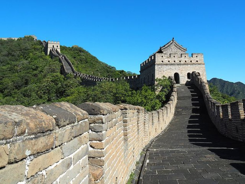 Una giornata di sole a Mutianyu, By Laika ac from UK - Great Wall at Mutianyu, CC BY-SA 2.0, https://commons.wikimedia.org/w/index.php?curid=49160851