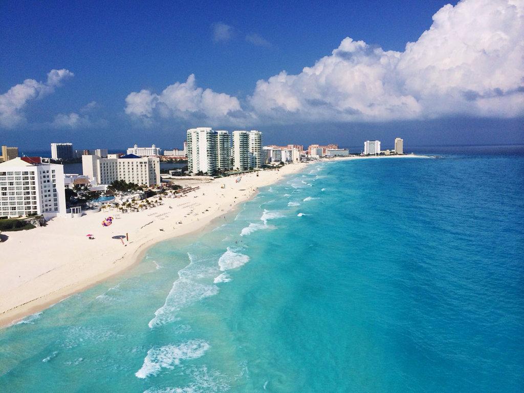 Veduta di Cancun - Di Irving Huertas - Opera propria, CC BY-SA 3.0, https://commons.wikimedia.org/w/index.php?curid=31172922