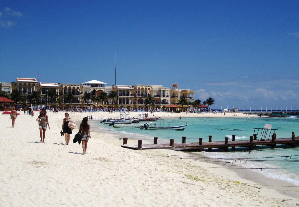 Playa del Carmen - By Elelicht (Own work)  , via Wikimedia Commons