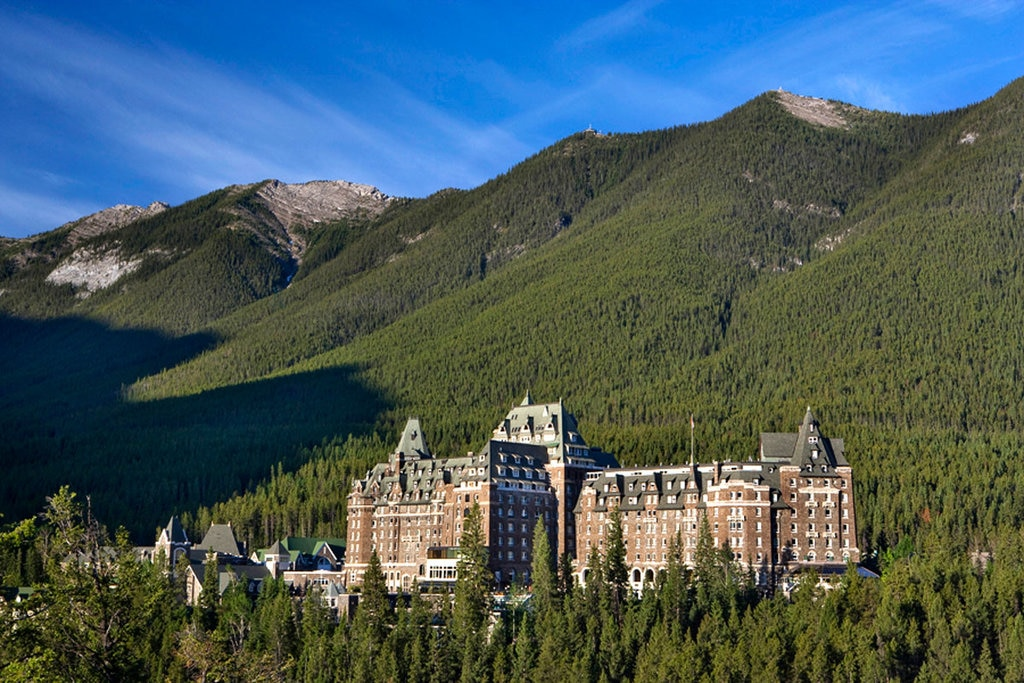 Banff Spring Hotel - By Kimpayant (Own work)  , via Wikimedia Commons