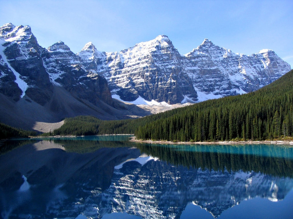 Moraine Lake Rockies - By Gorgo - Photo taken by author, Public Domain, https://commons.wikimedia.org/w/index.php?curid=334627