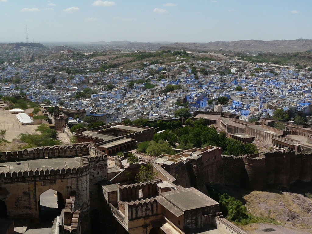 """Jodhpur and Mehrangarh Fort"" by Varun Shiv Kapur - Under Creative Commons license CC BY 2.0 (https://creativecommons.org/licenses/by/2.0/) - https://www.flickr.com/photos/varunshiv/4080020389/"