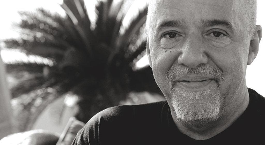 Lo scrittore Paulo Coelho ha scelto di risiedere a Rio. Di Paul Macleod  , attraverso Wikimedia Commons