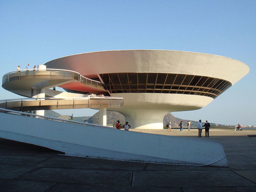 Il MAC, il Museo d'Arte Contemporanea progettato da Niemeyer. Picture by  NelsonPretto (Own Work)  , via Wikimedia Commons