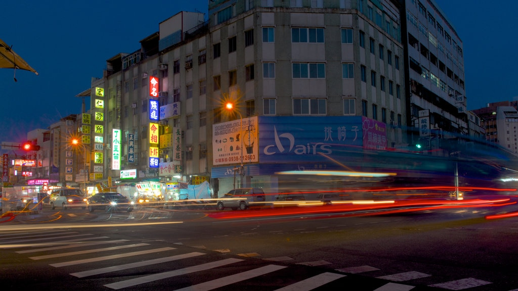 Zhonghua Night Market featuring night scenes and a city