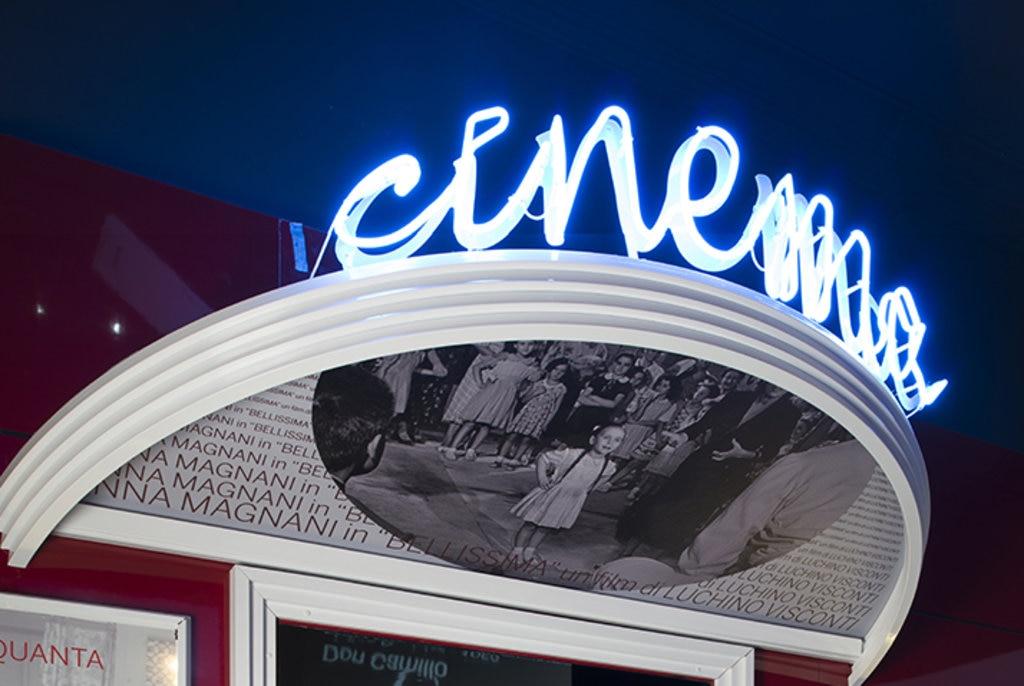 """L'esposizione permanente """"Girando a Cinecittà"""", racconta dal 1937 al 1989, la storia di Cinecittà e delle produzioni più importanti che si sono susseguite negli Studios e che hanno costituito la storia del cinema. Courtesy of © Cinecittà si mostra, Cine District Entertainment Roma."""