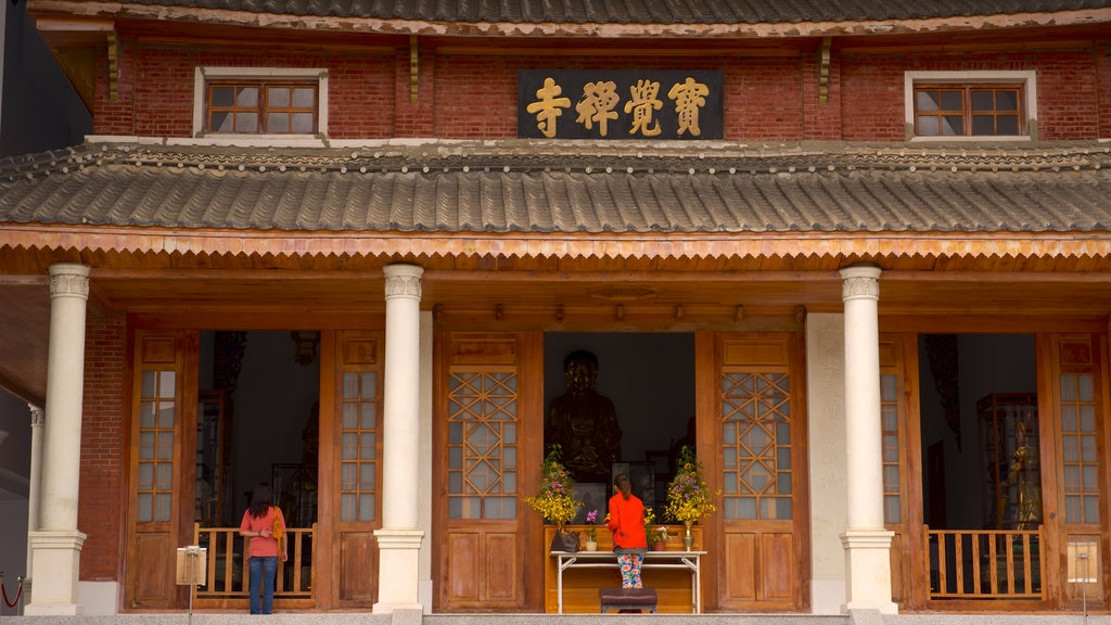 Paochueh Temple showing a temple or place of worship