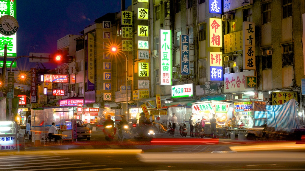 Zhonghua Night Market which includes a city and night scenes