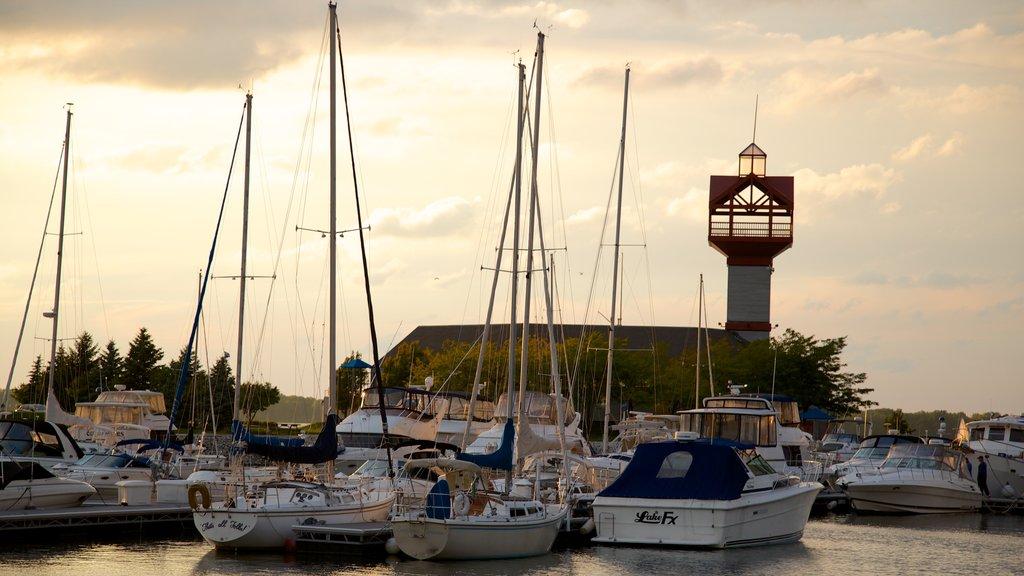 Erie ofreciendo navegación y una bahía o puerto