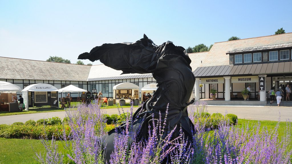 Saratoga Springs featuring a statue or sculpture and a garden