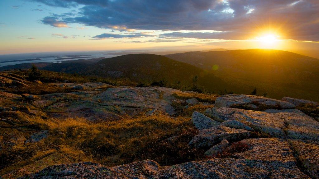 Cadillac Mountain que inclui um pôr do sol e paisagem
