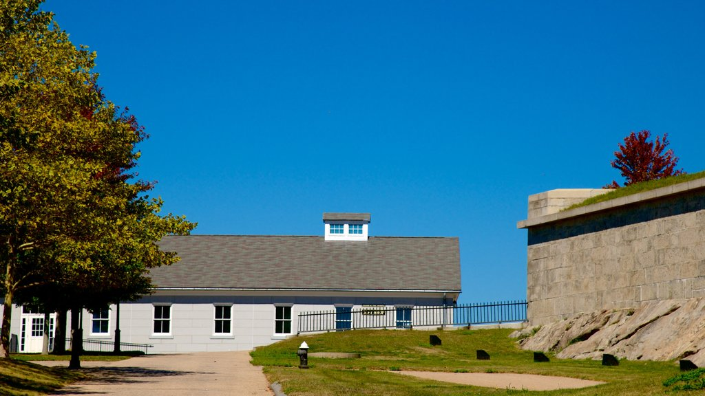 Fort Trumbull State Park showing a park