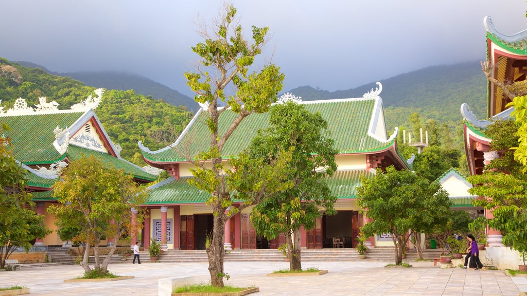 Linh Ung Pagoda featuring heritage architecture