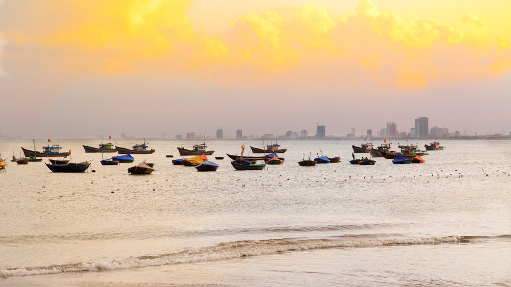 Da Nang showing a sandy beach and general coastal views