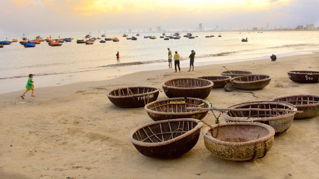 Da Nang featuring a beach
