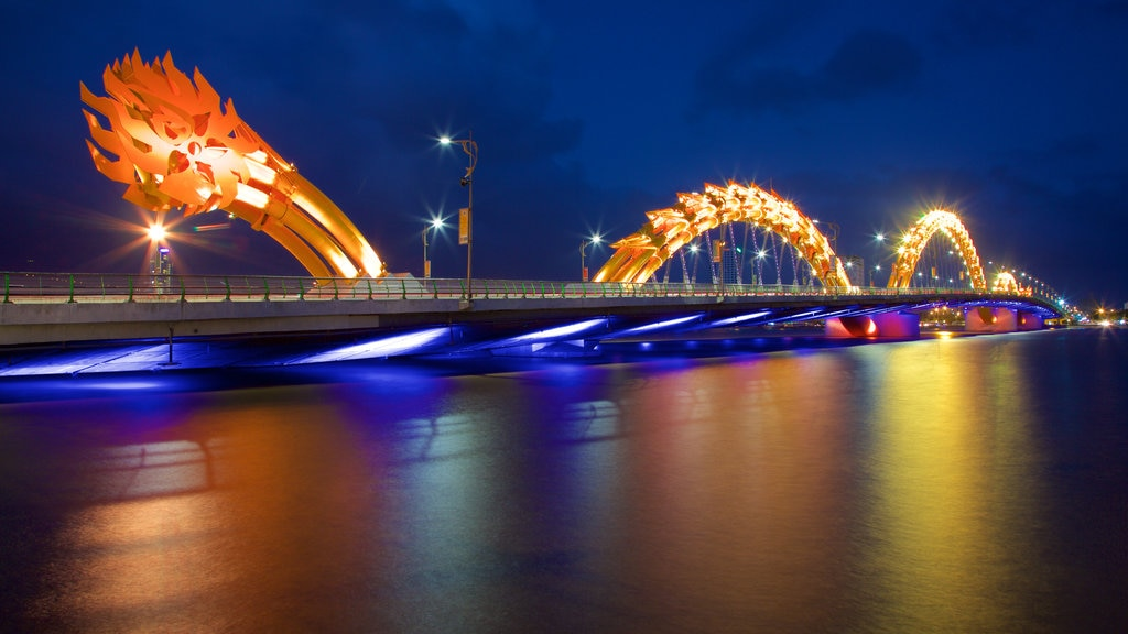 Da Nang which includes night scenes, a bridge and nightlife