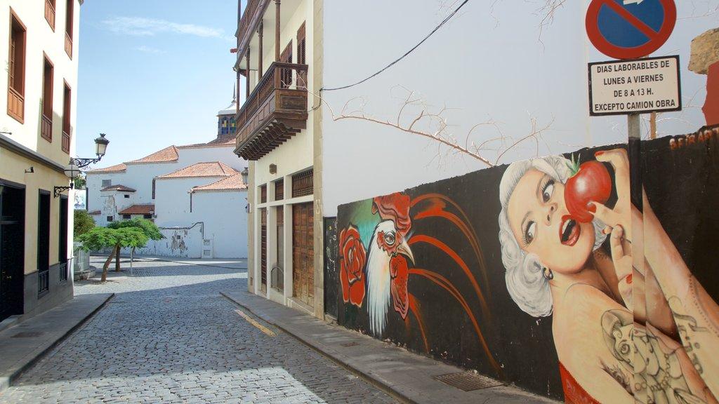 Santa Cruz de Tenerife which includes art and outdoor art