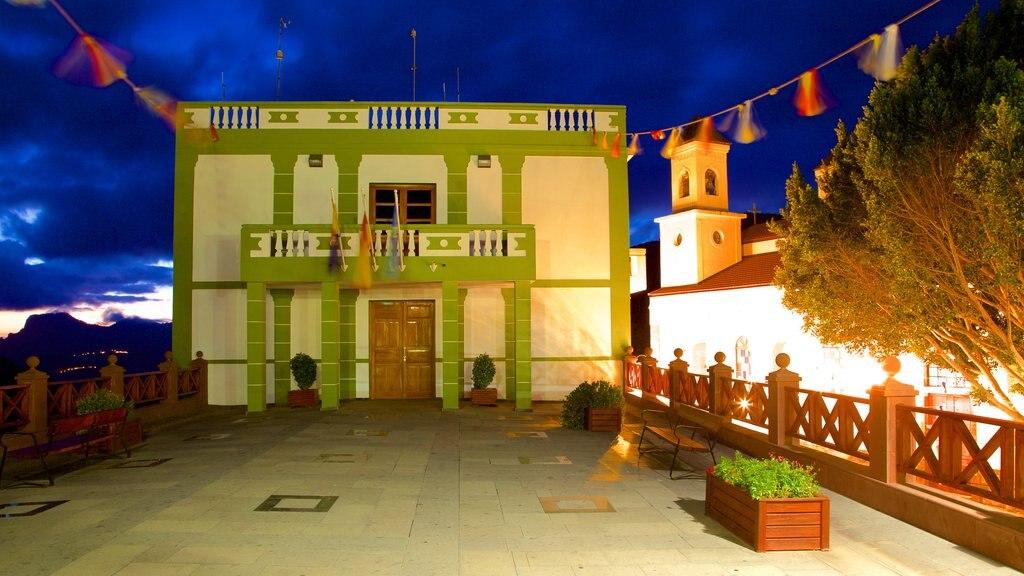 Tejeda which includes night scenes