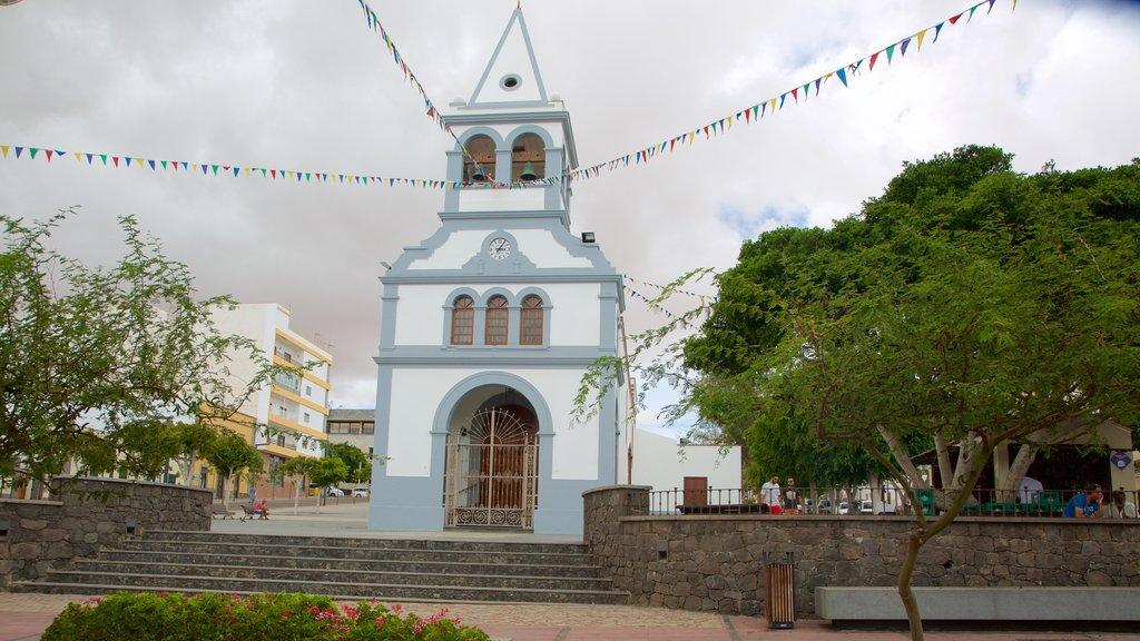 Puerto del Rosario featuring a city
