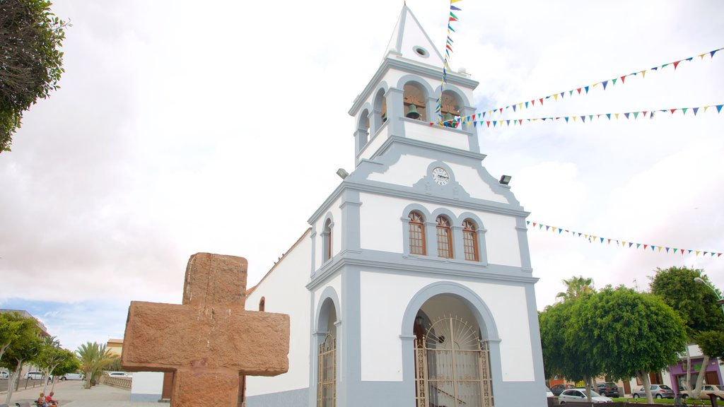 Puerto del Rosario featuring a church or cathedral, religious aspects and heritage architecture