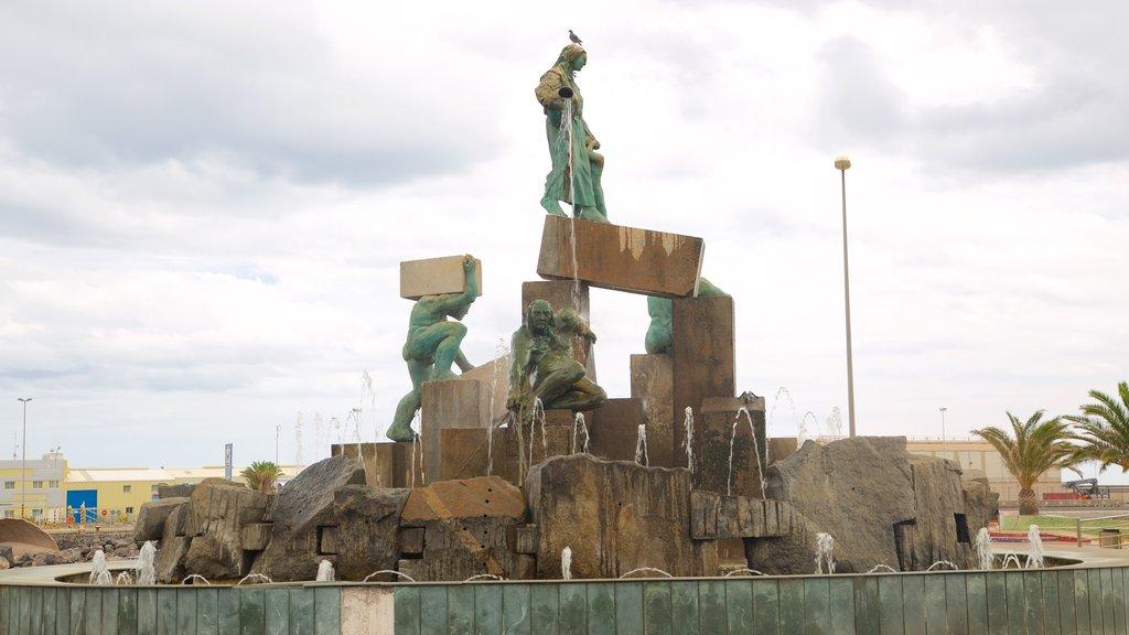 Puerto del Rosario showing a fountain