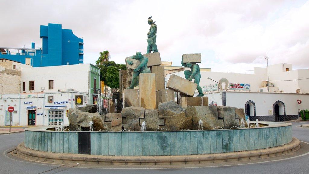 Puerto del Rosario which includes a fountain