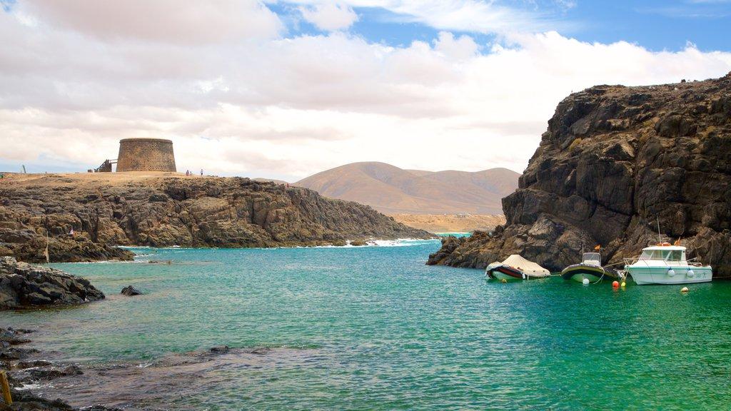 El Cotillo featuring rugged coastline, boating and general coastal views