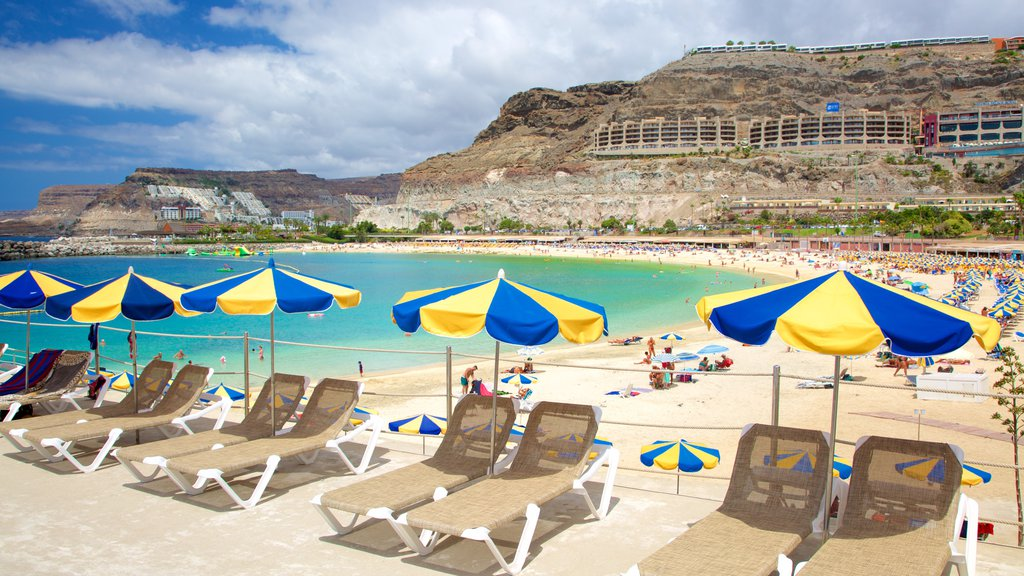 Amadores Beach which includes a sandy beach, a luxury hotel or resort and general coastal views