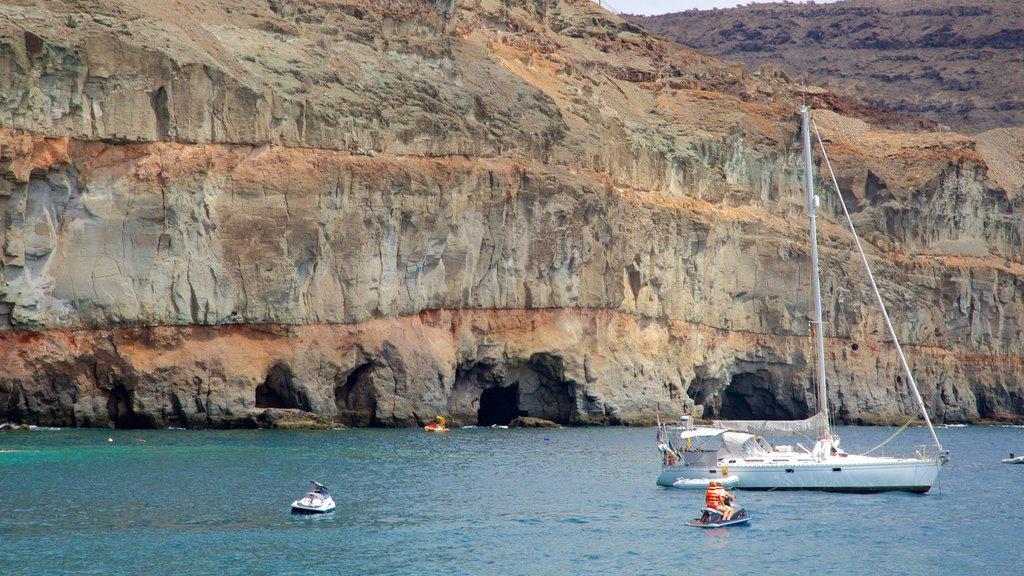 Mogan showing sailing, jet skiing and general coastal views