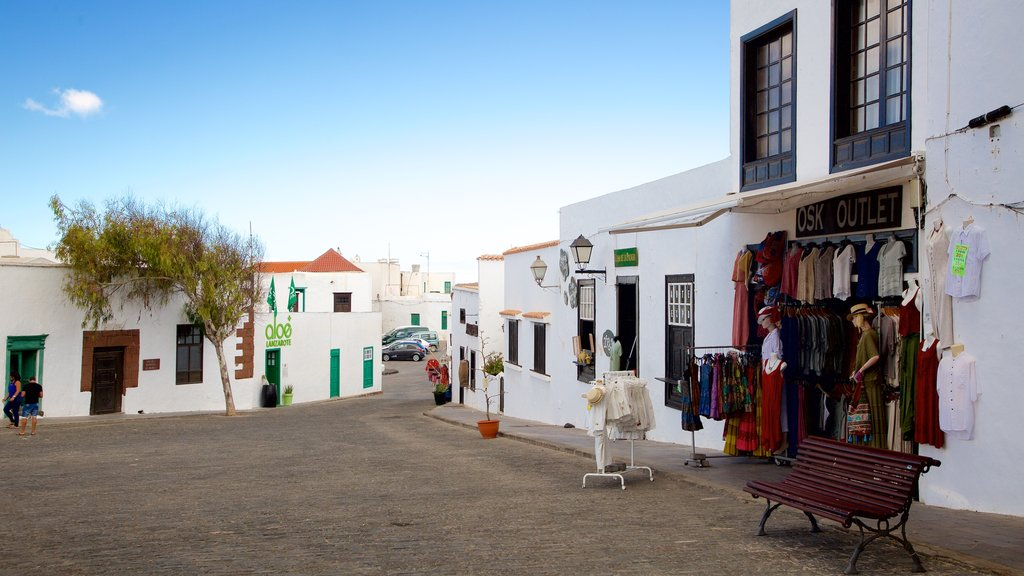 Teguise featuring a city, shopping and markets