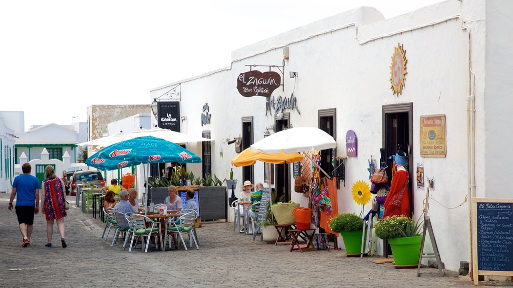 Teguise showing markets, outdoor eating and shopping