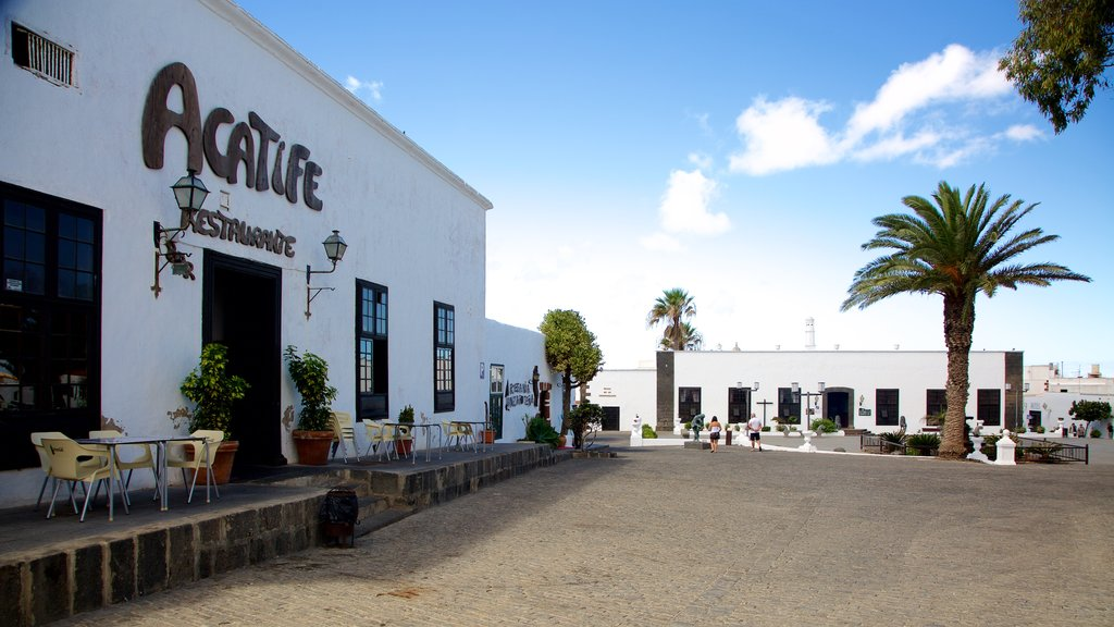 Teguise showing a square or plaza and signage