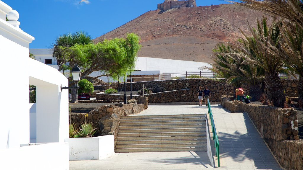 Teguise featuring a square or plaza