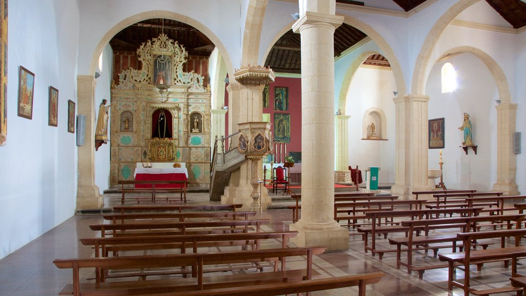 La Oliva showing a church or cathedral, heritage architecture and heritage elements