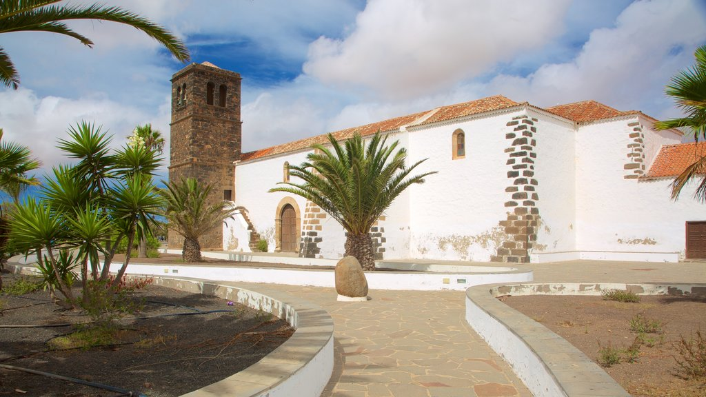 La Oliva which includes a park and heritage architecture